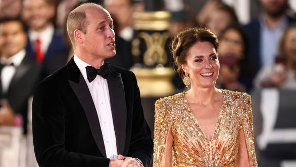 Vợ chồng hoàng tử William và Hoàng gia Anh lên thảm đỏ lễ ra mắt No Time To Die - Ảnh 1.