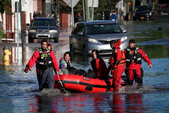 Hàng chục người thiệt mạng vì mưa lũ sau bão Ida ở Mỹ - Ảnh 1.