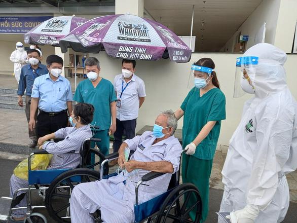 18 bệnh nhân COVID-19 lớn tuổi, nhiều bệnh nền được xuất viện - Ảnh 1.