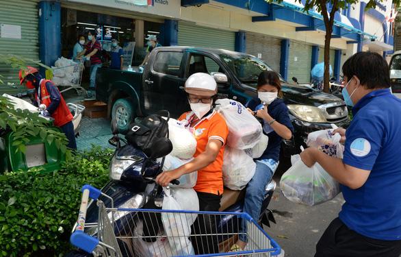 Tổ 970: Phường 12, Bình Thạnh giảm đi chợ hộ, thay bằng online combo cho dân - Ảnh 1.
