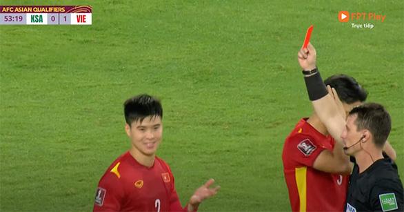 Báo Ả Rập: Chiếc thẻ đỏ của Duy Mạnh đã quyết định trận đấu - Ảnh 1.