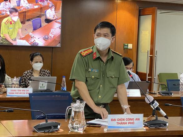 Công an TP.HCM cảnh báo về thủ đoạn mua bán giấy đi đường giả - Ảnh 1.