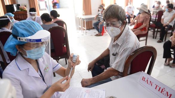 Nỗi lo đứt vắc xin Moderna mũi 2 ở TP.HCM - Ảnh 3.