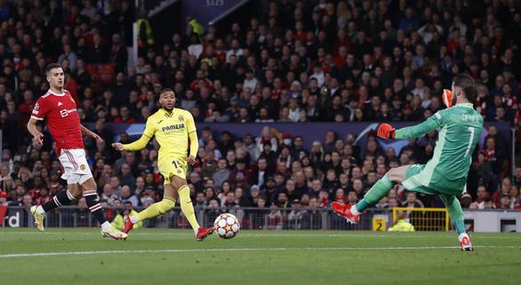 Ronaldo ghi bàn phút 90+5, Man Utd lội  ngược dòng nghẹt thở Villarreal - Ảnh 1.