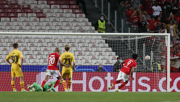 Barca tiếp tục thua đậm ở Champions League - Ảnh 3.