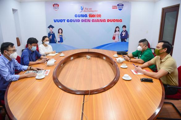 Ra mắt câu lạc bộ Nghĩa tình Phú Yên giúp đỡ học sinh, sinh viên nghèo vượt khó - Ảnh 1.