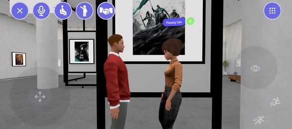 Ngắm tranh, trò chuyện với nhau khi tham quan triển lãm thực tế ảo - Ảnh 4.