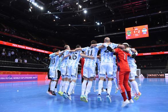 Đánh bại Brazil, Argentina giành vé vào chung kết Futsal World Cup 2021 - Ảnh 1.