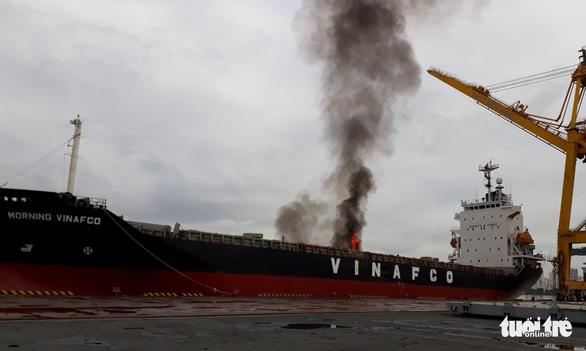 Cháy container trong hầm tàu Morning Vinafco ở cảng Bến Nghé - Ảnh 1.
