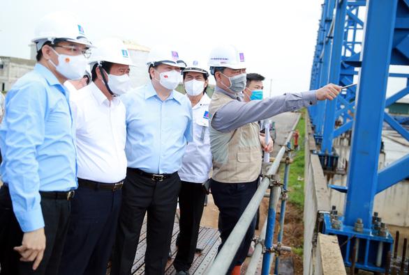 Kiểm tra Nhiệt điện Thái Bình 2, Phó thủ tướng: Không để các đồng chí chịu trách nhiệm một mình - Ảnh 1.