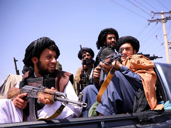 Taliban xả súng chỉ thiên ăn mừng, 17 người chết - Ảnh 1.