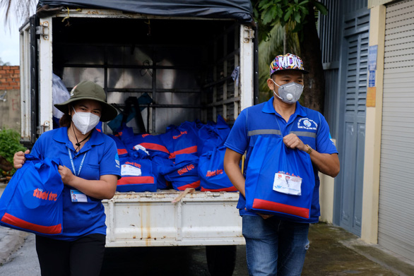 Cùng Tuổi Trẻ mang quà cứu trợ đến người dân khó khăn - Ảnh 5.