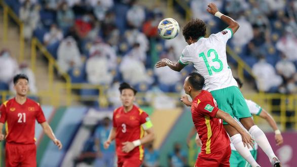 Vòng loại thứ 3 World Cup 2022: Cần làm mới hàng thủ - Ảnh 1.
