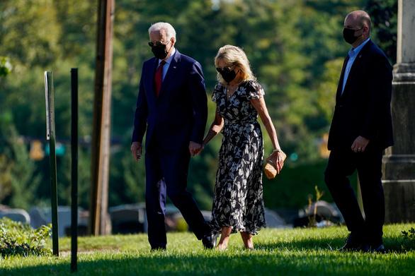 Vợ chồng ông Biden thăm 3 địa điểm bị tấn công khủng bố ngày 11-9 - Ảnh 1.