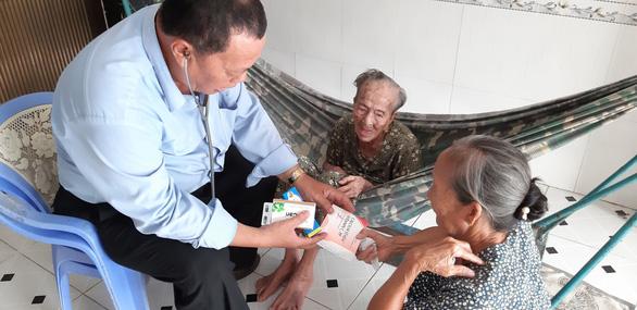 Truy tặng Huân chương Lao động cho hai nhân viên y tế ở TP.HCM - Ảnh 1.