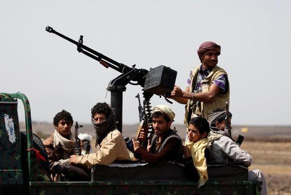 Saudi Arabia chặn được 2 tên lửa đạn đạo nhắm vào khu mỏ dầu - Ảnh 1.