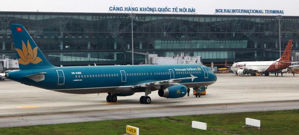 Bộ GTVT đề nghị Hà Nội tạm cho nhân viên hàng không sử dụng giấy đi đường mẫu cũ - Ảnh 1.