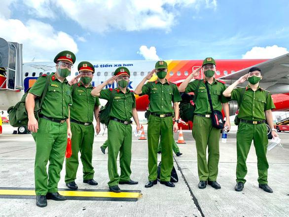Gần 1.000 cán bộ, chiến sĩ công an nhân dân hỗ trợ các tỉnh phía Nam chống dịch - Ảnh 1.