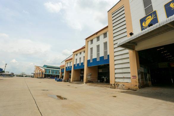 Chỉ mở lại điểm trung chuyển ở chợ Bình Điền, không giao dịch mua bán - Ảnh 1.