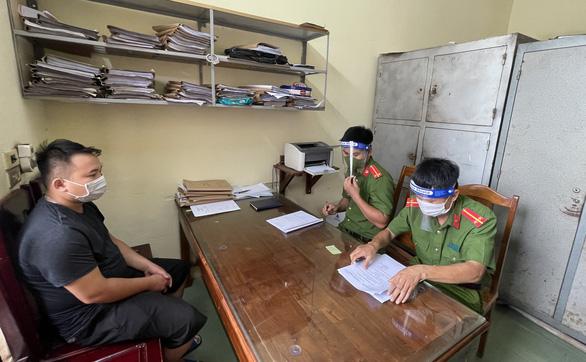 Bắt thanh niên chống lực lượng làm nhiệm vụ tại chốt kiểm soát dịch COVID-19 - Ảnh 2.