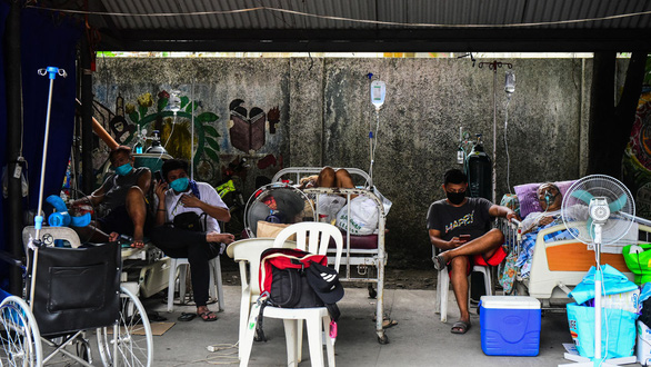Philippines dỡ bỏ lệnh ở yên trong nhà dù ghi nhận hơn 20.000 ca/ngày - Ảnh 1.