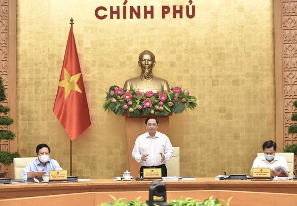 Thủ tướng: Nhanh chóng kiểm soát dịch bệnh, xây dựng kế hoạch phục hồi kinh tế - Ảnh 1.