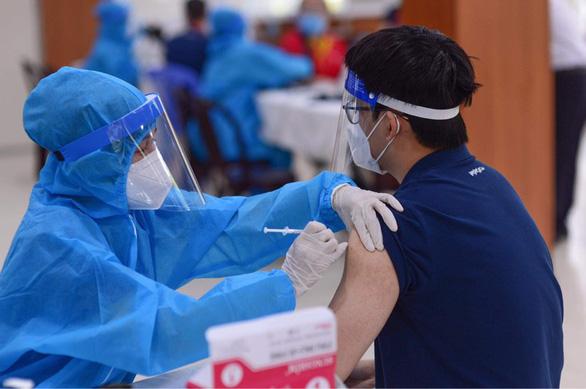 Bộ Y tế đang tìm kiếm nguồn vắc xin tiêm cho trẻ em - Ảnh 1.