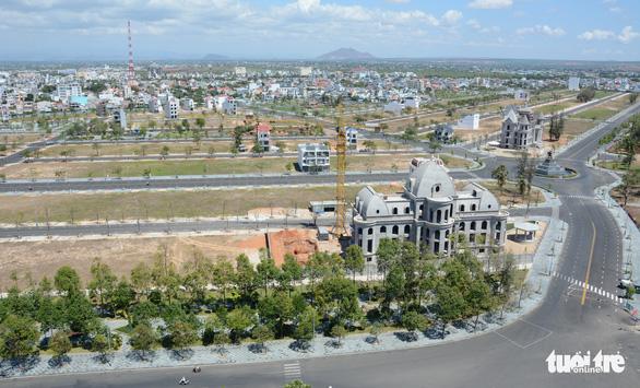Tạm đình chỉ giải quyết nguồn tin tội phạm liên quan 9 dự án đất vàng ở Bình Thuận - Ảnh 1.