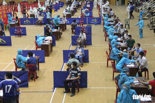 Ngày đầu không có ca cộng đồng, Đà Nẵng bước vào chiến dịch tiêm chủng quy mô lớn - Ảnh 1.