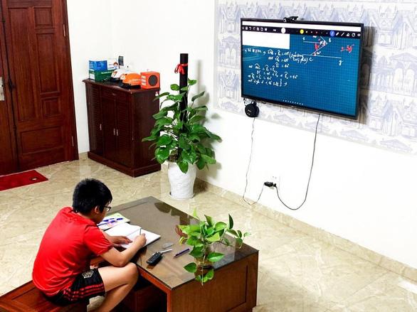 Học trực tuyến không cần máy tính hay điện thoại thông minh - Ảnh 1.