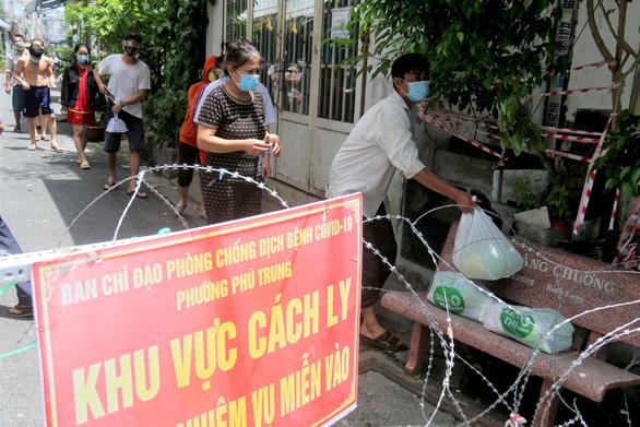 Từ Siêu thị 0 đồng, sao Việt tiếp thêm hy vọng cho người dân vùng tâm dịch - Ảnh 3.