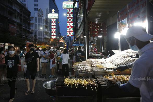 Quán ăn, tiệm cắt tóc... Thái Lan mở lại như thế nào? - Ảnh 1.