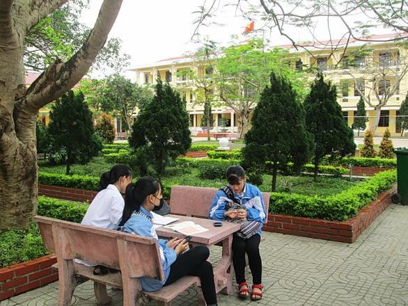Quảng Bình lùi thời gian học qua truyền hình vì chưa có bài giảng phù hợp - Ảnh 1.