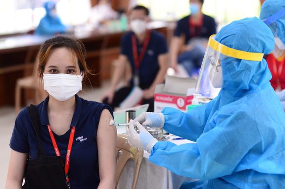Chủ tịch UBND TP.HCM Phan Văn Mãi: Nghiên cứu đề xuất thẻ xanh vắc xin - Ảnh 3.