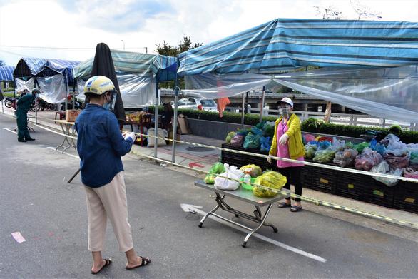 Người dân vùng xanh và vùng vàng Khánh Hòa được đi mua đồ ăn, tập thể dục - Ảnh 1.
