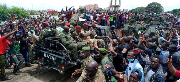 Tổng thống Guinea bị phe nổi dậy giam giữ trong nhà tù quân đội - Ảnh 2.