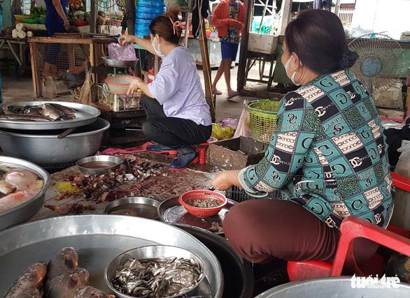 Miền Tây đã có cá linh non đầu mùa nhưng giá cao gấp đôi, đến 200.000 đồng/kg - Ảnh 2.
