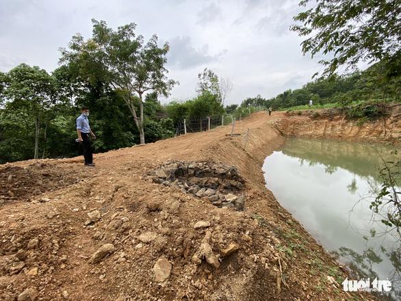Nhận khiếu nại vụ tự ý san ủi đất, lãnh đạo Sở Tài nguyên và môi trường nói phạt là đúng - Ảnh 2.