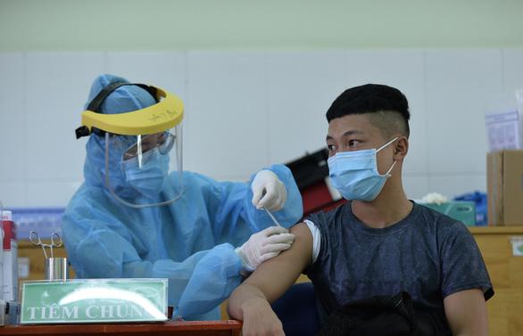 TP.HCM hết vắc xin Moderna: Sẽ tiêm vắc xin phù hợp, an toàn và hiệu quả nhất cho người dân - Ảnh 1.