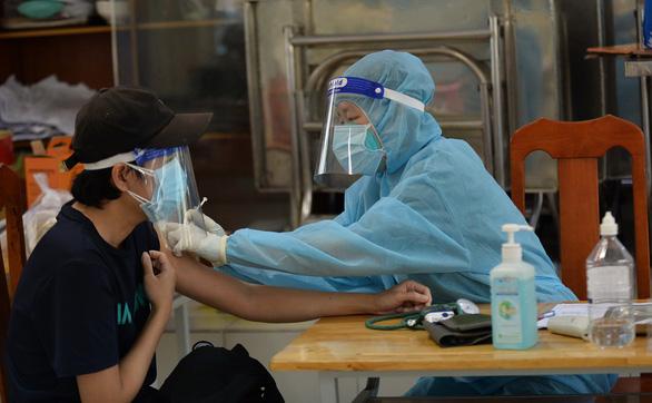 Phú Nhuận dự kiến hoàn thành tiêm vắc xin mũi 2 trước 15-10 - Ảnh 1.