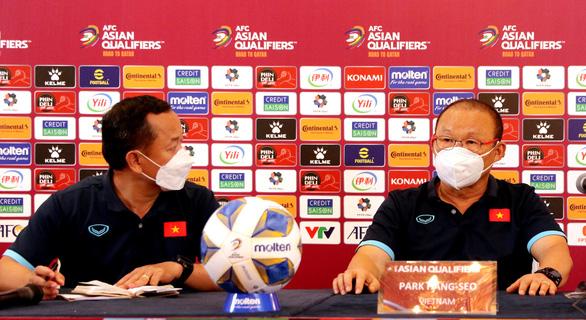 HLV Park Hang Seo: 'Trọng tài đã xem VAR và tôi tuân theo quyết định của trọng tài' - Ảnh 1.