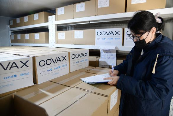 Cơ chế COVAX thừa nhận bị thiếu 1/3 số lượng vắc xin COVID-19 - Ảnh 1.