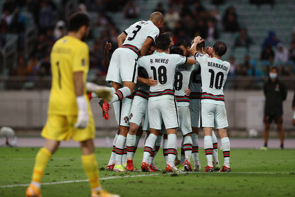 Không Ronaldo, Bồ Đào Nha vẫn đại thắng Azerbaijan - Ảnh 2.