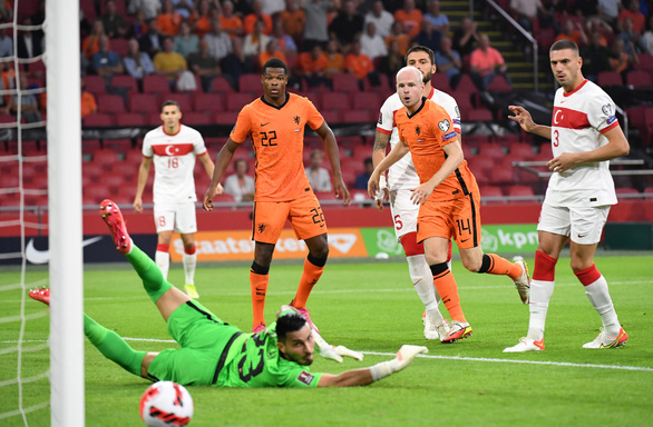 Depay lập hat-trick, Hà Lan đè bẹp Thổ Nhĩ Kỳ và lên đầu bảng - Ảnh 1.