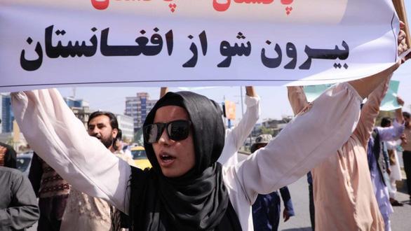 Taliban đối mặt nhiều cuộc biểu tình nổ ra trên cả nước - Ảnh 1.
