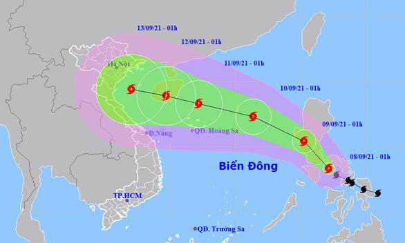 Bão Conson áp sát Biển Đông, đất liền mưa diện rộng - Ảnh 1.