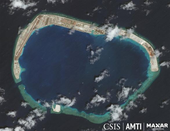 Tàu chiến Mỹ vào Biển Đông thách thức luật báo cáo của Trung Quốc - Ảnh 2.