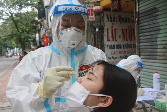 Bản tin sáng 8-9: Hết Moderna, hôm nay Hội đồng chuyên môn bàn vắc xin mũi 2 thay thế - Ảnh 1.