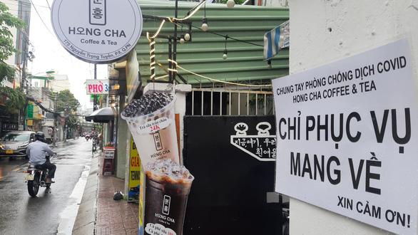 TP.HCM cho phép mở lại dịch vụ ăn uống, chỉ bán mang đi - Ảnh 1.