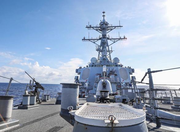 Tàu chiến Mỹ vào Biển Đông thách thức luật báo cáo của Trung Quốc - Ảnh 1.
